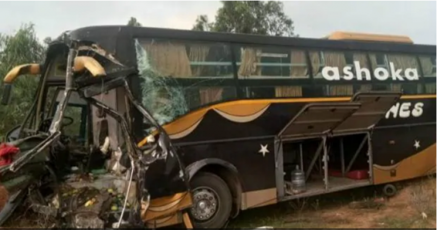 हादसे का शिकार हुई प्रवासी मजदूरों को ले जा रही बस, ड्राइवर की मौत, 2 अन्य घायल